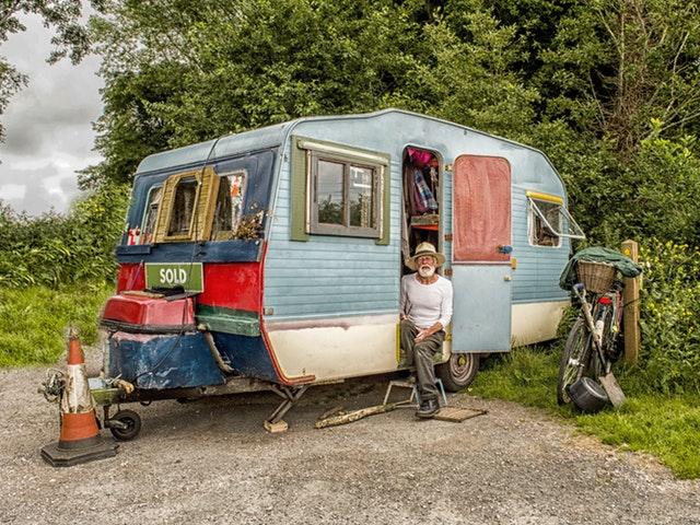 Man och husvagn